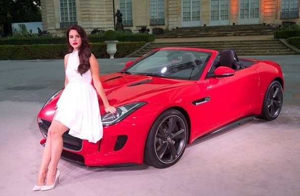 Lana Del Rey & Jaguar F-Type (Source: Daily Mail)